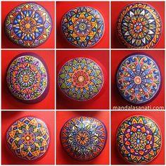 Mandala taş boyama sayesinde yeni fikirler üretebilirsiniz, çocuklarınızla iyi zaman geçirebilir ve el becerilerinizi geliştirebilirsiniz.