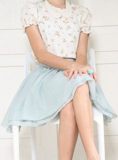 Spring skirt and blouse with collar necklace and floral ring