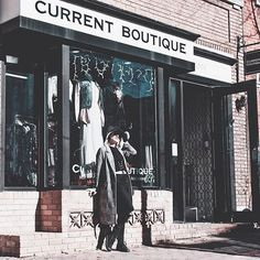 Stay tuned for a new MappCraft | Up Close & Personal Style profile on the #DCStyle communitys go-to muse savvy biz gal and the queen of vampy glam @spooky.city Kym of @current_boutique - (those camera skills tho) #dcblogger #currentboutique #oldtownalexandria #styledbyher #houndstoothblazer #stylemuse
