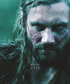 Rollo from Vikings - The scars mark his loyalty to his brother, when he was tortured by the Earl, but refused to give up his brother, Ragna's, position Ragnar Lothbrok Vikings, Rollo Vikings, Rollo Lothbrok, Vikings Tv Show, Vikings Tv Series, Viking Names, Bracelet Viking, Viking Life, Human Figures