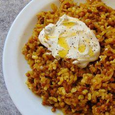 arroz con lentejas y cebollas caramelizadas receta Lunch Recipes, Vegetarian Recipes, Healthy Recipes, Healthy Food, Couscous Recipes, Batch Cooking, Rice Dishes, Family Meals, Food And Drink