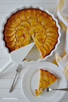 Tarta de manzana rápida by jill Apple Desserts, Apple Recipes, Sweet Recipes, Cake Recipes, Dessert Recipes, Sweet Pie, Sweet Tarts, Banana Com Chocolate, Yummy Cakes