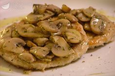 Scaloppine ai funghi Pork Chop Recipes, Meat Recipes, Chicken Recipes, Cooking Recipes, Beef Dishes, Food Dishes, Tuscan Bean Soup, Main Course Dishes, Pollo Chicken