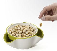 Joseph Joseph Double Dish Secret stash for trash. Perfect for pistachios, olives, and edamame, the Joseph Joseph Double Dish not only provides a way to serve snacks but also a place to tuck away waste like shells or pits. Cool Kitchen Gadgets, Cool Kitchens, Smart Kitchen, Kitchen Inventions, Bathroom Gadgets, Pistachio Shells, Dog Food Recipes, Snack Recipes, Kitchen Gadgets