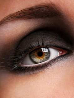 love the white eye liner, and dramatic shape of shadow to the brow