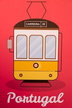 Nous sommes tombés sous le charme de Lisbonne : Destination idéale pour un week-end dépaysant et reposant dans l'une des plus belles villes d'Europe. Road Trip Portugal, Portugal Travel, Tourism Poster, Travel Posters, Algarve, Lisbon Tram, Weekend France, Voyage Europe, Azores