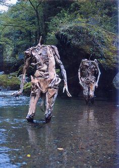 Estátuas perturbadoras feitas de troncos pelo artista japonês Iwasaki Nagato