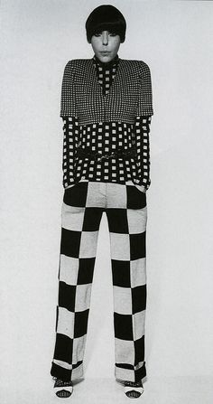 op art Model Peggy Moffit dress in Rudi Gernreich. Peggy Moffitt made Vidal Sassoon's asymmetrical five-point hair cut her signature look. 60s And 70s Fashion, Mod Fashion, White Fashion, Vintage Fashion, 1960s Fashion Dress, Street Fashion, Mode Bizarre, Peggy Moffitt, Vintage Outfits