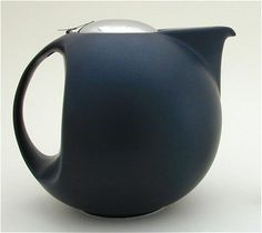 Bee House 64 oz Full Moon Matte Black  I love tea pots, just wish I had a place to display them. Love the shape of this one