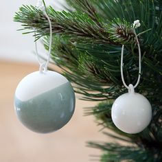 Let the stunning jade Nobili decorations baubles create a stylish and modern look in your home.
