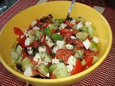 Salade grecque : Féta, concombre, tomates et olives noires