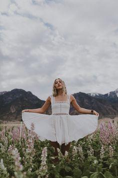 Portrait shoot at the lavender field in Mona, Utah. Senior Girl Photography, Portrait Photography Poses, Cute Photography, Photography Women, Creative Photography, Senior Portraits, Photoshoot Themes, Photoshoot Inspiration, Senior Photos Girls