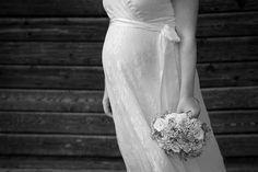 Morsian ja vauvavatsa / Beautiful Pregnant Bride One Shoulder Wedding Dress, Wedding Photography, Bride, Wedding Dresses, Weddings, Beautiful, Fashion, Wedding Bride, Bride Dresses