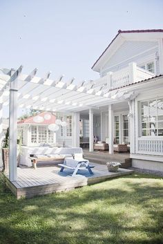Incredible Coastal Cottage Deck....wonder if it would work on my sude deck?
