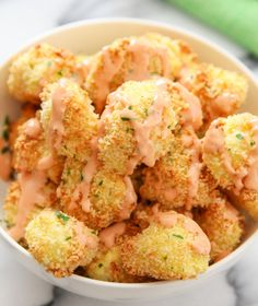 Crispy baked cauliflower bites are drizzled with a healthier, nearly fat free version of Bang Bang sauce. It's just as tasty but without all the guilt! So my love affair for Bang Bang sauce has not diminished. I've been experimenting with putting it on ju Baked Cauliflower Bites, Bang Bang Cauliflower, Cauliflower Recipes, Cauliflower Rice, Vegetarian Recipes, Cooking Recipes, Healthy Recipes, Ww Recipes, Sauce Recipes