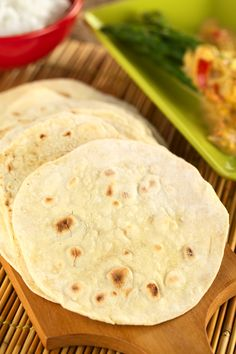 Grain & Gluten-Free Flat Bread, Paleo & Vegan Friendly - almond flour, tapioca, water, spices of choic Recipes With Naan Bread, Gf Recipes, Dairy Free Recipes, Low Carb Recipes, Whole Food Recipes, Cooking Recipes, Healthy Recipes, Gluten Free Wraps, Gluten Free Roti Recipe