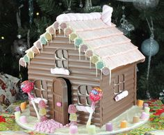 Chocolate Gingerbread Houses - a twist on a Christmas tradition Chocolate House, Chocolate Stores, Pink Chocolate, Chocolate Gifts, How To Make Chocolate, All Things Christmas, Christmas Holidays, Christmas Crafts, Christmas Decorations