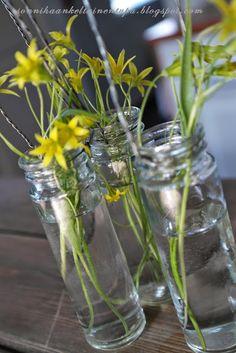 Pienet lasipurkit  Sonnihaan keltainen tupa Glass Vase, Home Decor, Decoration Home, Room Decor, Home Interior Design, Home Decoration, Interior Design