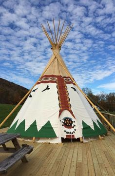 Camping Discover Solar-Powered Luxury Tipi in the Blue Ridge Mountains North Carolina Unearth this solar-powered luxury tipi in the Blue Ridge Mountains North Carolina. This is sure to be a great spot to reconnect with your natural surroundings. Native American Teepee, Native American Indians, Tenda Camping, Indian Teepee, Camping In North Carolina, Outdoor Movie Nights, Bear Mountain, Mountain Vacations, Blue Ridge Mountains