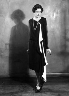 A model wearing a black and white Solosigns evening dress, April 1927. #vintage #fashion #1920s