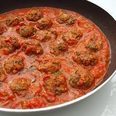 De Kooktips - Marrokaans gekruide gehaktballetjes met tomatensaus