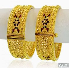 Dubai Gold Bangles, Gold Bangles Design, Gold Jewellery Design, Real Gold Jewelry, Indian Jewelry, Bridal Bangles, Schmuck Design, Gold Kangan, Jewelry Patterns