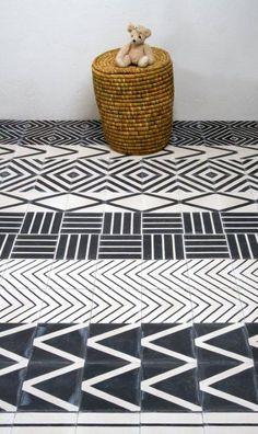 Mosaico Hidráulico en contraste blanco y negro un clásico infalible.