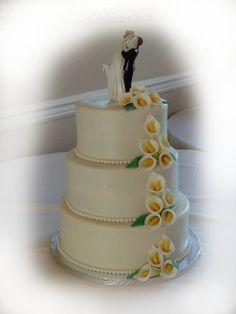 calla lilies and pearls wedding cake. shellscakes.com