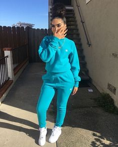 Elizabeth Sulcer Is the Woman Behind Your Favorite Street Style Looks – Fashion Outfits Cute Swag Outfits, Chill Outfits, Sporty Outfits, Cute Comfy Outfits, Dope Outfits, Trendy Outfits, Fashion Outfits, Mode Adidas, Tomboy Stil