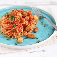 Spaghetti Arrabiata met Zeevruchten - Mariëlle in de Keuken Spaghetti, Pasta Noodles, Pasta Recipes, Seafood, Food And Drink, Yummy Food, Ethnic Recipes, Diner Ideas, Image