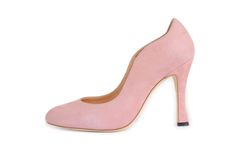 Suede stiletto soft Pink suede kid. Available in EE width. Leather upper, inner sole and sole. Memory foam padding in inner sole. 10cm heel. Handmade to order and delivered within 15-20 working days. Once you have placed your order we can arrange to send a sample shoe to ensure accurate sizing. Please email us at info@sargassoshoes.com if you have any queries.