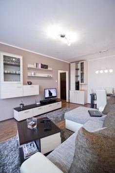 Fundamenta – Otthonok és megoldások 35 nm-es, másfél szobás takaros és takarékos panellakás - felújítás után! - Fundamenta - Otthonok és megoldások Living Room Designs, Living Room Decor, Room Interior, Interior Design, Room Wall Colors, Home Staging, Apartment Living, Kos, House Design