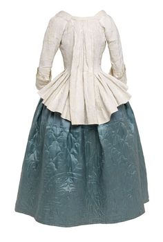 Linen petenlair or open bodice (back view) with compere fronts and sack back, Scottish, 1780–81  © CSG CIC