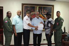 Armario de Noticias: Alcalde de Bani dona tres mil dolares para compra ...