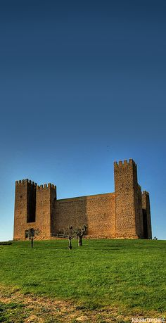 CASTLES OF SPAIN - Sádaba Castle is a castle in Sádaba, Aragon, eastern Spain, located some 90 kilometres north of Zaragoza.The castle is mentioned for the first time in a document from 1125, although the architectural structure suggests it was built in the first half of the 13th century. It is a typical Middle Ages castle with Cistercian-style decorations, tall walls and seven square towers. It is not known who built it, but it is suspected that Sancho VII of Navarre ordered it to be built.