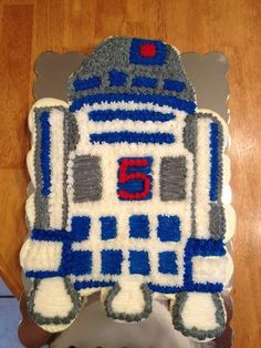 R2D2 Pull Apart Cupcake Cake