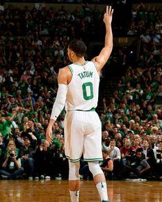 YES, si riparte UFFICIALMENTE Il Board of Governors di oggi haapprovatoquasi all'unanimità le proposte diAdam Silvere del suo team, come riportaAdrian Wojnarowski. Il risultato della votazione è stato di29 voti a favorecontro il solo contrario fatto pervenire dai Portland Trail Blazers  Vi piace il formato scelto? Nelle storie trovate tutte le info ° ° ° #NBApassion #nba #nbafinals #basketball🏀 Celtics Basketball, Basketball Is Life, Kentucky Basketball, Basketball Uniforms, Kentucky Wildcats, Sports Basketball, College Basketball, Basketball Players, Duke Basketball