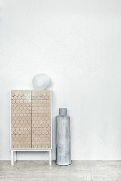 Home Decor Objects Ideas : white light wallpapers, styling by guts Interior Inspiration, Room Inspiration, Interior Styling, Interior Decorating, Lit Wallpaper, Metallic Wallpaper, Kitchen Lighting Design, Diy Pendant Light, Multipurpose Furniture
