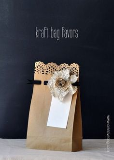 DIY gift bags: Use fancy edge punches along bag opening & punch holes across 1 inch below to weave thin ribbon or yarn through. Creative Bag, Creative Gift Wrapping, Wrapping Ideas, Creative Gifts, Wrapping Gifts, Pretty Packaging, Gift Packaging, Packaging Ideas, Craft Gifts