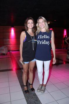 Fernanda Gentil e namorada vão ao espetáculo 'Fuerza Bruta' no Rio