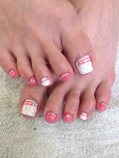 Pink and white toe designs