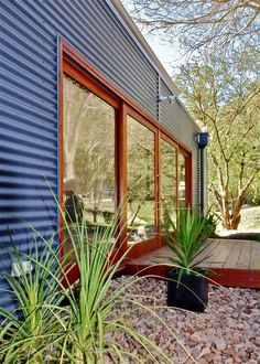 House Exterior Design by Warwick O'Brien Architects House Cladding, Exterior Cladding, Facade House, Exterior Colors, Exterior Design, Case Creole, Tyni House, Shed Homes, House Extensions