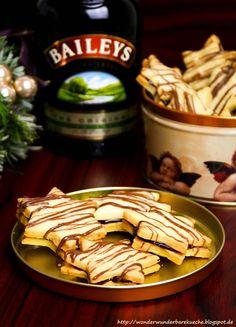 Selbstgemachte Baileys-Sterne mit einer schokoladigen Baileys Füllung bestehend aus Nougat und Zartbitterschokolade. Plätzchen mit Baileys.