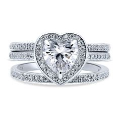 This 3-piece heart halo ring set's romantic design will have you falling in love at first sight.