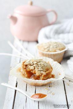 La tana del coniglio: Muffin integrali all'avena con cuore di confettura...