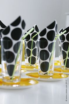 Black and yellow - cute table setting style