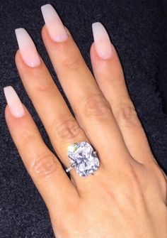 What breakup! Kim K West Shows of wedding ring, after rumor broke that she is dumping Kanye.