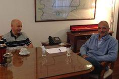 Buzzi recibió en su despacho al intendente Sastre http://www.ambitosur.com.ar/buzzi-recibio-en-su-despacho-al-intendente-sastre/ El Gobernador se reunió en su despacho de Casa de Gobierno con el intendente de Puerto Madryn. Coordinaron detalles para la videoconferencia que mañana mantendrá el mandatario provincial con la Presidenta.     El gobernador Martín Buzzi recibió en la tarde de hoy al intendente de Puerto Madryn, Ricardo Sastre.  Durante el encuentro, llevado