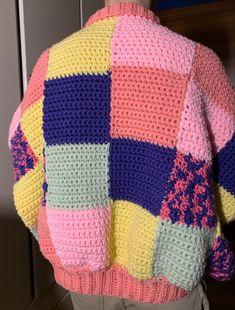 Poncho Crochet, Cute Crochet, Crotchet, Diy Crochet Projects, Crochet Crafts, Crochet Designs, Crochet Patterns, Beginner Knitting Patterns, Crochet Squares