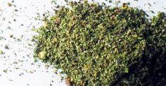 Kale massala Sante Bio, Chou Kale, Raw Food Recipes, How To Dry Basil, Herbs, Simple, Dressing, Chia Seeds, Green Leaves